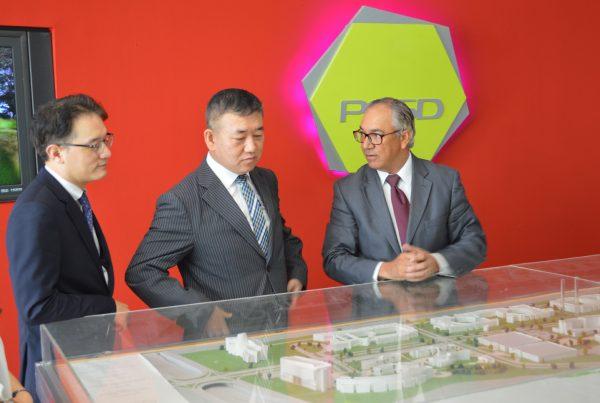 Sr. Changwon Jung Embajador de Corea Sr. Byung-yun Kim y Presidente Parque Cibernetico e ITLA Sr. Eddy Martinez